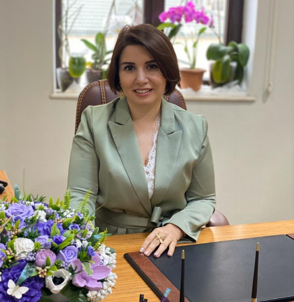 Dr. Naza Qurbaova Mama ginekoloq